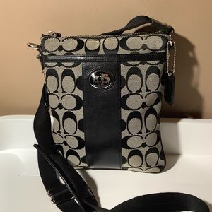 Coach signature swingback 42976